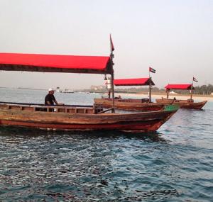 Barquinhos para chegar a ilha.