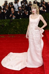Taylor Swift was dressed in a custom-made gown by Oscar de la Renta.